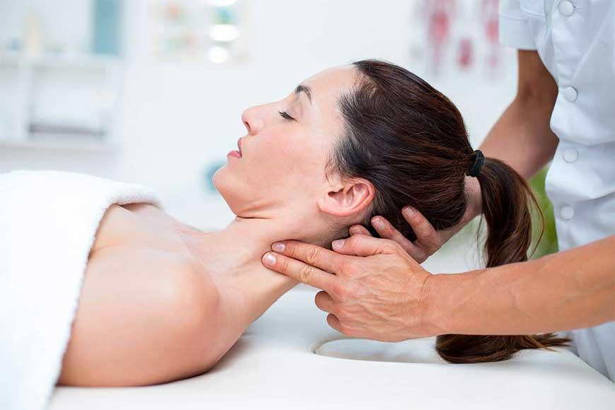 massaggio per il torcicollo